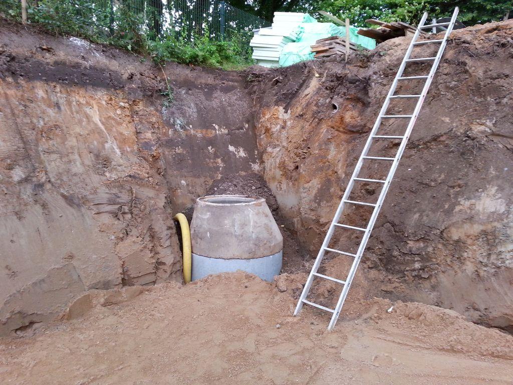 Schacht für die Baudrainage und Einstiegsleiter