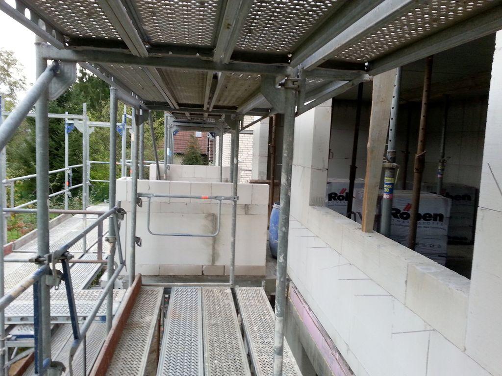 Blick am Arbeitszimmer vorbei und über den Balkon