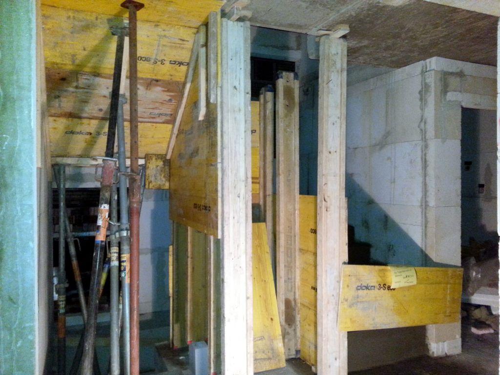 Blick von der Küche ins Treppenhaus