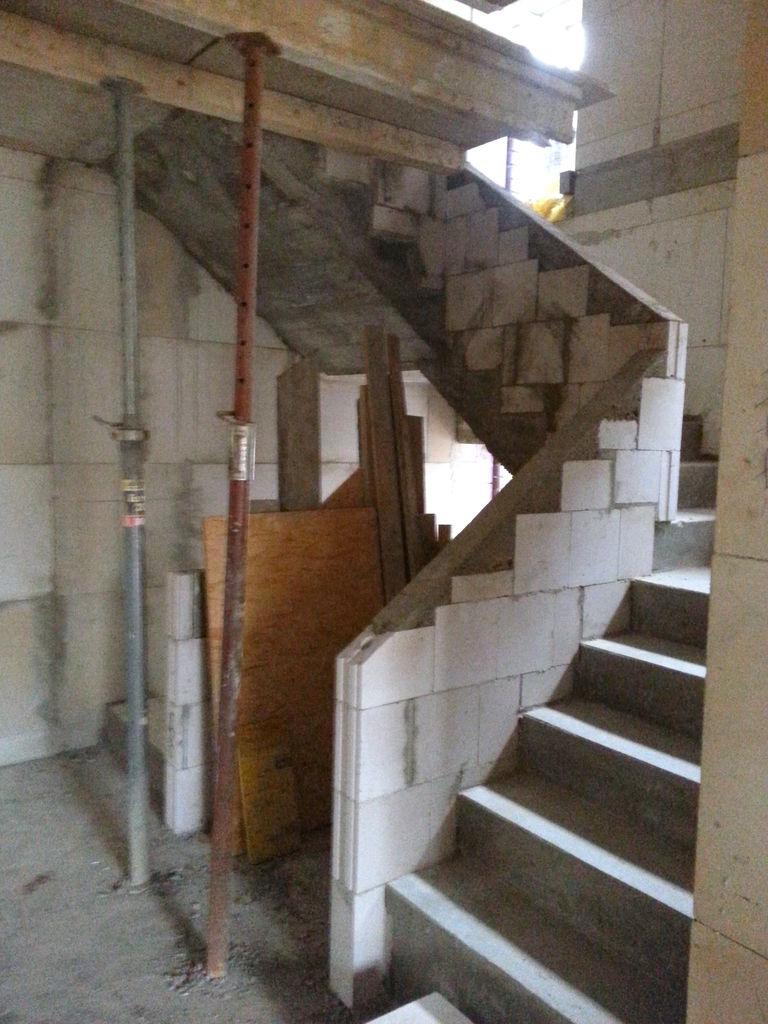 Treppe im EG, Blick vom Flur