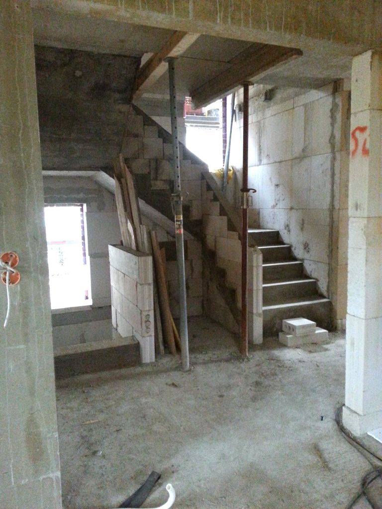 Treppe im EG, Blick aus der Küche