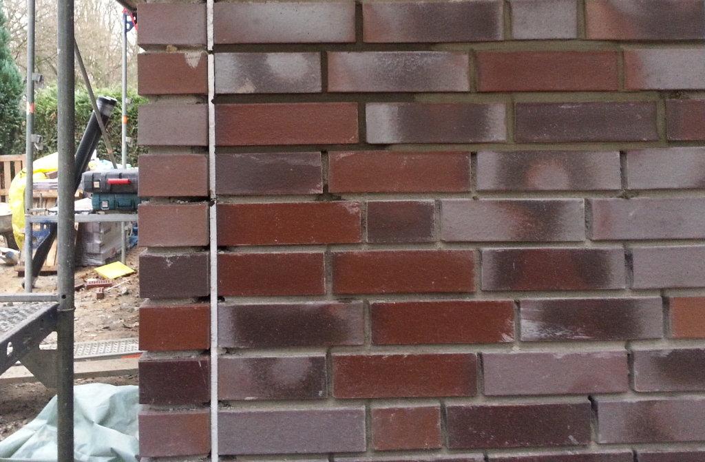 Probefuge oben links und rechts, unten Zementgrau