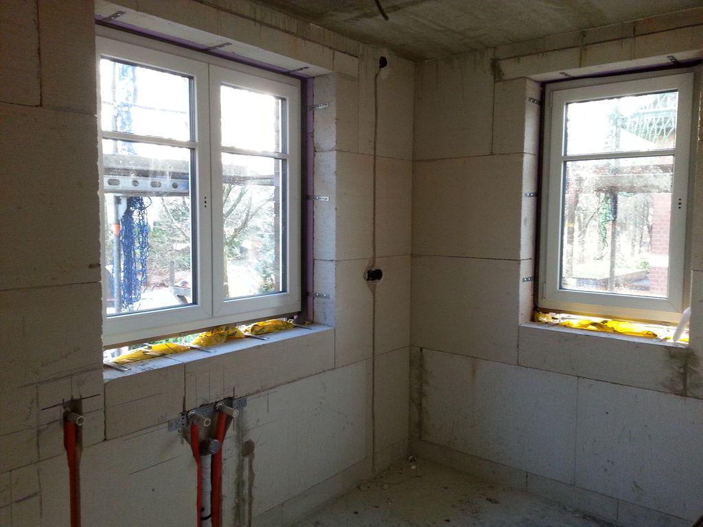 Zwei Fenster im Hauswirtschaftsraum