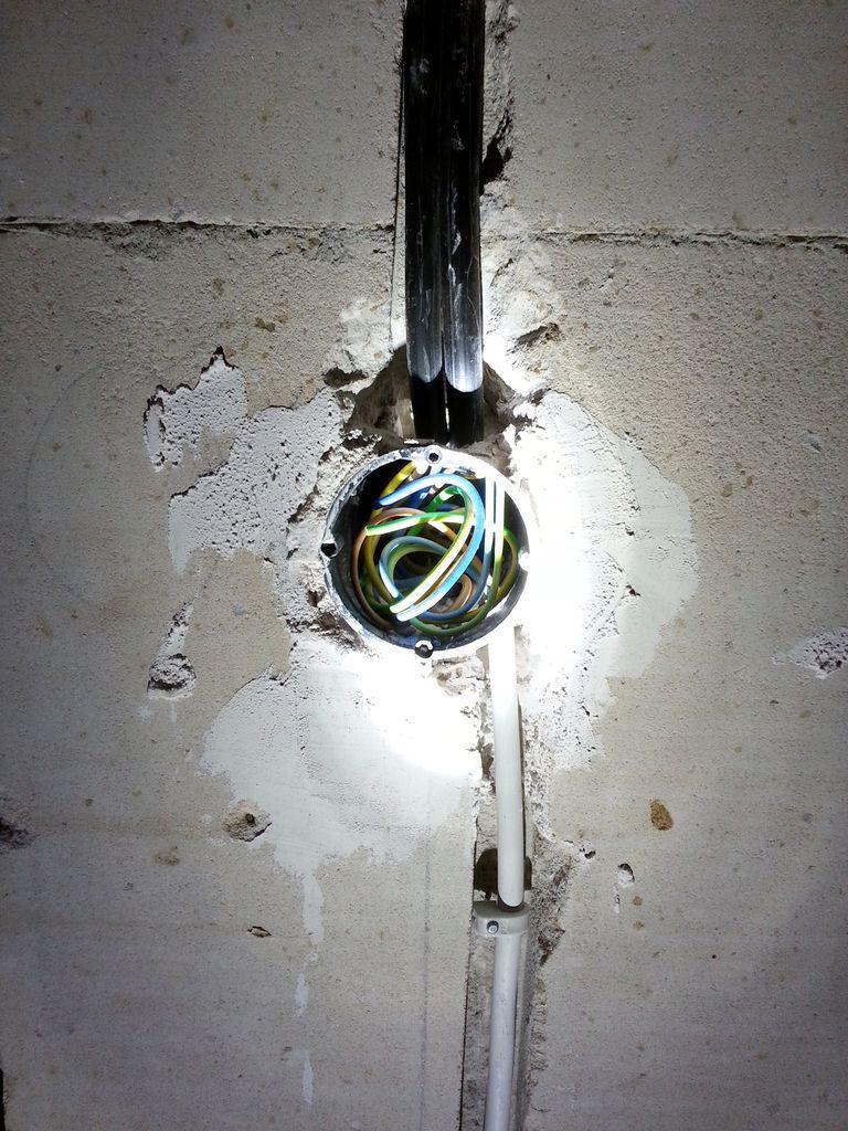 Stromverteilung und Lichtschalter Abstellraum