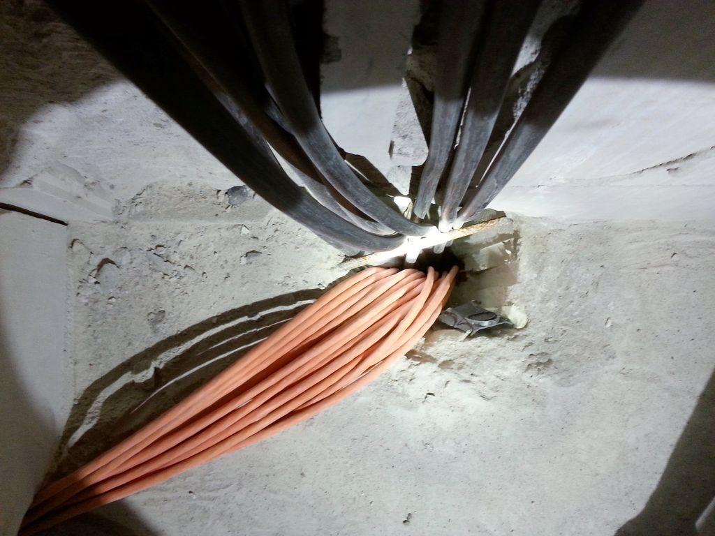 Kabel vom Technikraum